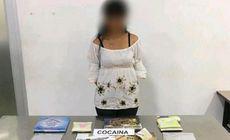 Profesoară prinsă pe aeroport cu cocaină. Drogurile erau ascunse în cărțile pentru copii