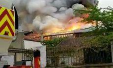 Incendiu puternic la Versailles. Pompierii se luptă cu flăcările și fumul extrem de gros |VIDEO