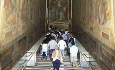 """Papa Francisc a inaugurat """"Scara Sfântă"""" din Roma, deschisă pentru prima dată după 300 de ani"""