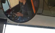 VIDEO/ Șofer STB filmat făcând plăți online pe telefonul mobil, în timp ce conducea troleibuzul!