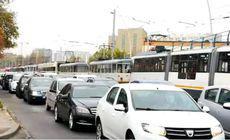 Carambol pe o șosea din Capitală după ce un autovehicul de mare tonaj a scăpat de sub control. Circulația tramvaiului 11 este oprită