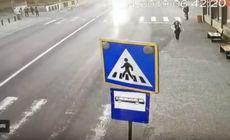 VIDEO/ Momentul șocant în care o tânără de 15 ani din Bistrița este spulberată de un microbuz pe trecerea de pietoni