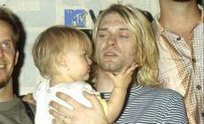 O farfurie din plastic folosită de Kurt Cobain, vândută la licitaţie pentru 22.400 de dolari.  Ce scrisese artistul pe ea