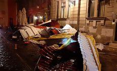 Furtună violentă în Timișoara. Mai multe acoperișuri, fire de curent și copaci, smulși de vântul puternic / VIDEO