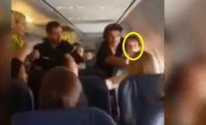 VIDEO | O femeie a sărit la bătaie în avion. A lovit alți pasageri, dar și pe membrii echipajului de zbor. Motivul e halucinant