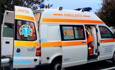 Cinci răniți după ce două autoturisme s-au ciocnit frontal pe un drum județean din Arad