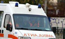 O ambulanță a fost scoasă cu șenilata din noroi, după ce a rămas blocată în timp ce mergea la un pacient. Bărbatul a murit până la sosirea medicilor