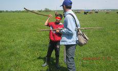 Băiat de 12 ani din Dâmbovița, vândut ca sclav de tatăl său. Poliția l-a luat de la muncă, de pe câmp