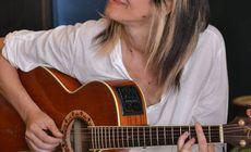 Chitarista primei trupe rock de fete din România, Secret, e profă de chitară în Italia. Elevii Cristinei Puia sunt premianți!