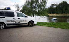 Mașină ajunsă în lacul Noua din Brașov. Proprietarul a uitat să tragă frâna de mână |FOTO