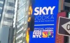 VIDEO | Un ecran publicitar digital uriaș din Times Square a luat foc