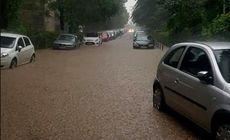 Ploaia torențială din București. Peste 100 de intervenții ale pompierilor, după inundarea mai multor străzi, curți și subsoluri. Și stația de metrou Aviatorilor a fost inundată