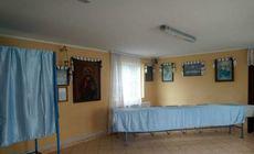 Săli în care se organizează praznice pentru morți, transformate în secții de votare în județul Suceava. Câți bani au fost plătiți parohiilor pentru închirierea spațiilor