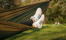 Sigla Adidas fără protecție juridică. Tribunalul UE a decis că dungile paralele nu reprezintă un logo distinctiv
