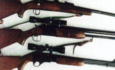 Un vânător din Caraș și-a agresat soția și socrii. Polițiștii i-au confiscat armele