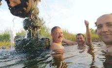 Bazin cu apă termală, improvizat într-un sat din Gorj. Oltenii au transformat o sondă de gaz dezafectată în loc de agrement / FOTO