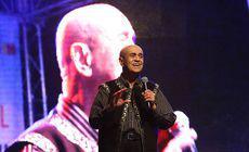 Când toți credeau că s-a lăsat de cântat, Benone Sinulescu a mai dat o «lecție» de pe scenă, la 82 de ani