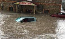 Dezastru după o ploaie torenţială cu grindină, în Republica Moldova. Maşini sub apă, case şi drumuri distruse