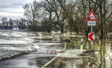 Cod portocaliu de inundații până marți dimineață pe râuri din Moldova și Transilvania