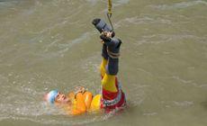 Un magician indian, care a încercat trucul celebru a lui Houdini, a dispărut în râu