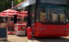 Pizzeria din autobuzul cu burduf, la Focșani. Cum arată ideea de afaceri a unor soți din oraș |VIDEO