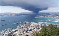 Incendiu la un combinat chimic din Spania. Un nor uriaș deasupra orașului San Roque