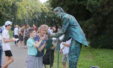 FOTO| Festivalul Statuilor Vivante încântă trecătorii prin Herăstrău