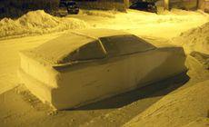 A păcălit poliția construind o mașină din zăpadă. Reacția agenților