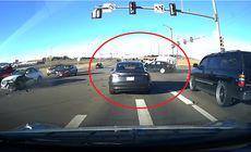 Momentul în care o mașină fără șofer evită un accident. VIDEO