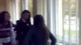 Video: Vezi cum se bat elevele din Vrancea!