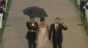 Video / Berlusconi s-ar da şi la Michelle Obama!