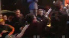 VIDEO / Traian Băsescu loveşte cu pumnul în figură un copil!