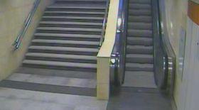 Filmată când şi-a lăsat copilul la metrou