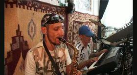 Puşcăriaşii cântă pentru «rege»