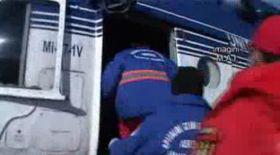 Video / Bebeluş bolnav, adus cu elicopterul în Capitală