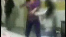 Video | Bătaie teribilă între două fete de liceu