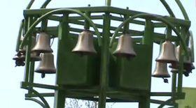 Clopoţeii dau ora exactă, din 15 în 15 minute, în parcul
