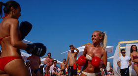 Video | Bătaie între fete pe plaja din Mamaia
