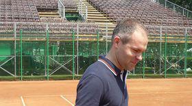 Uite cum joacă ministrul Funeriu tenis!