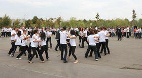 500 de persoane au dansat salsa simultan pentru a intra în Cartea Recordurilor
