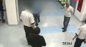 Un tânăr a atacat medicii