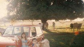 DETALIUL INTERZIS MINORILOR, dintr-o fotografie cu copii