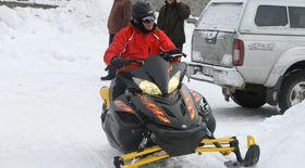 Uite ce bine ştie TRAIAN BĂSESCU să mânuiască SNOWMOBILUL! | VIDEO