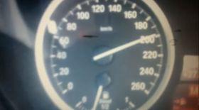 La 16 ani a gonit cu maşina cu 200 km/h