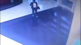 Se plimba liniştită prin mall! Nu putea să-şi imagineze ce va urma | VIDEO