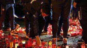 Fotbaliștii naționalei României au adus, miercuri seară, un omagiu victimelor tragediei din club Colectiv