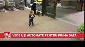Vede pentru prima dată uși automate. Cum reacționează   VIDEO