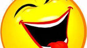 Râsul acestei fetițe e molipsitor! Ce o mai amuză cum tati mănâncă sparanghelul