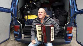 VIDEO EXCLUSIV/ Vali Crăciunescu a rupt acordeonul în memoria Romicăi Puceanu