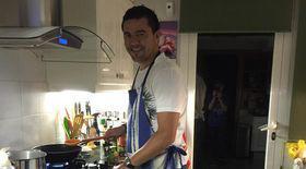 Cosmin Contra, favoritul postului de antrenor al echipei Dinamo, gătește și este pasionat de golf și de tenis
